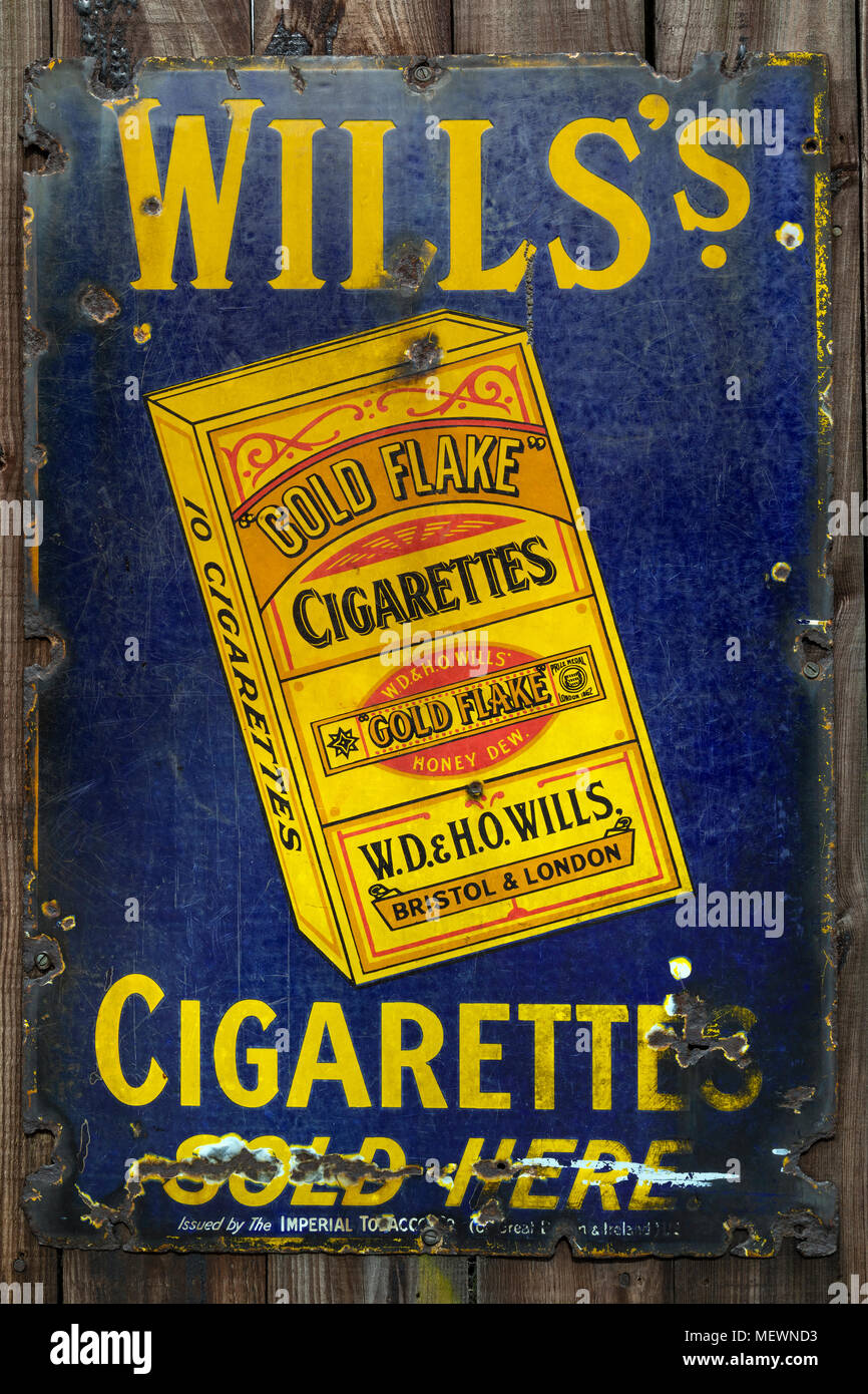 An old metal advetising sign for Gold Flake Cigarettes - England circa 1913. - Stock Image