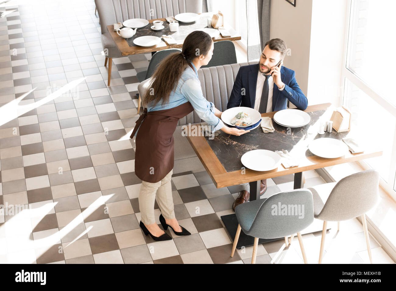 Having business lunch in restaurant - Stock Image
