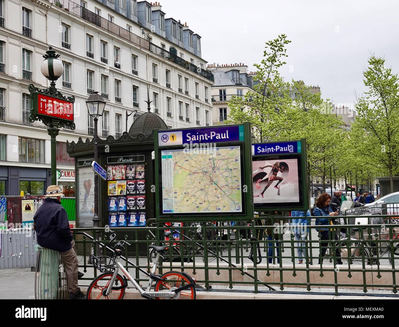 people passing by metro saint paul entrance and map paris. Black Bedroom Furniture Sets. Home Design Ideas