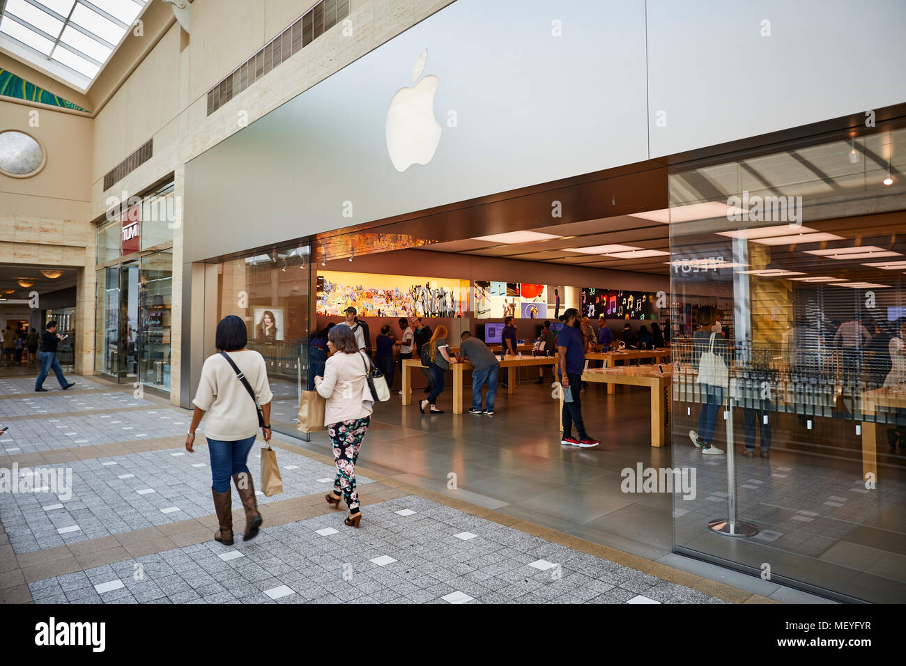 Upscale Mall Interior Stock Photos & Upscale Mall Interior Stock ...