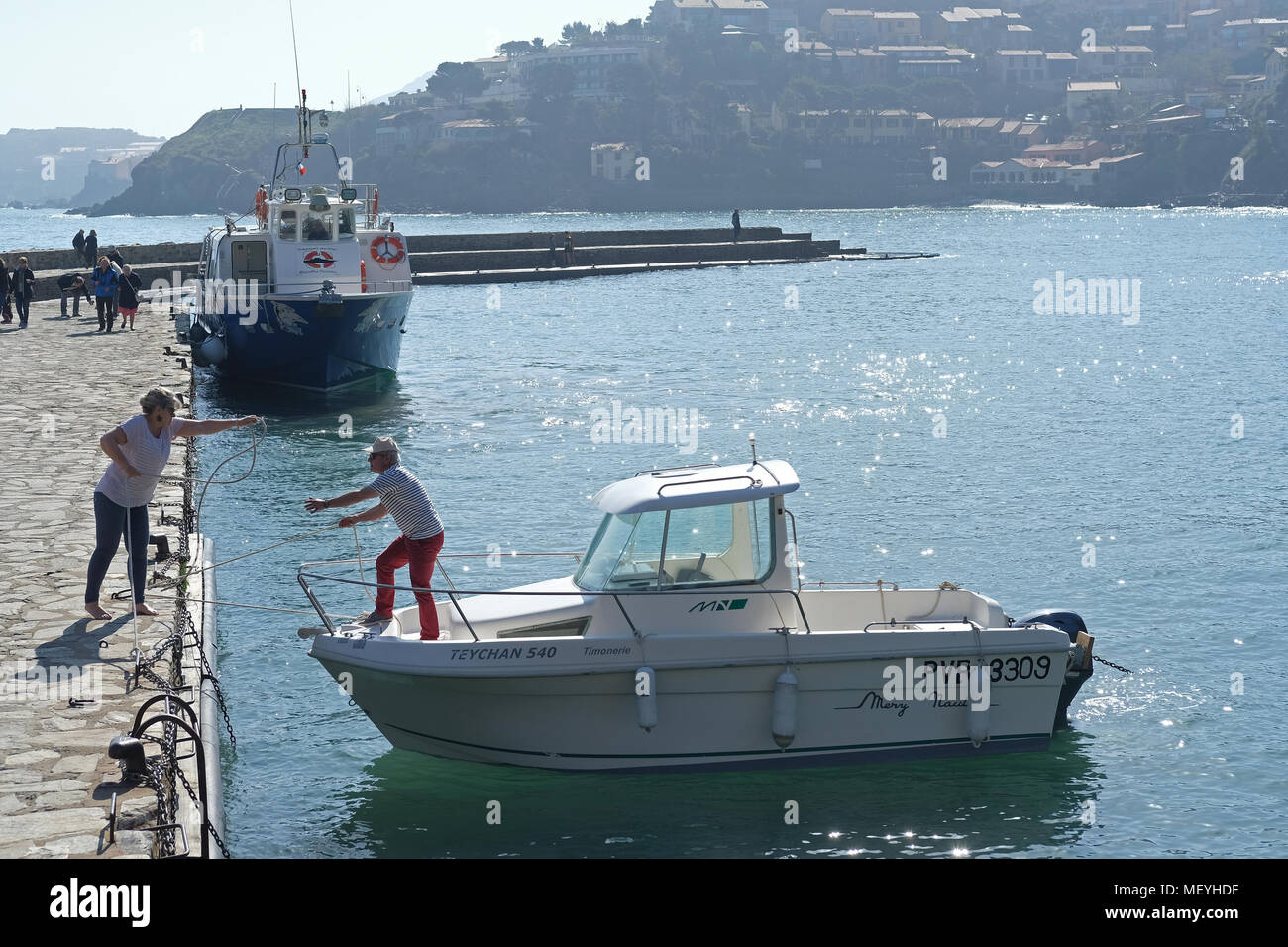 Holidaymakers casting off from the quay at Collioure, France - Stock Image