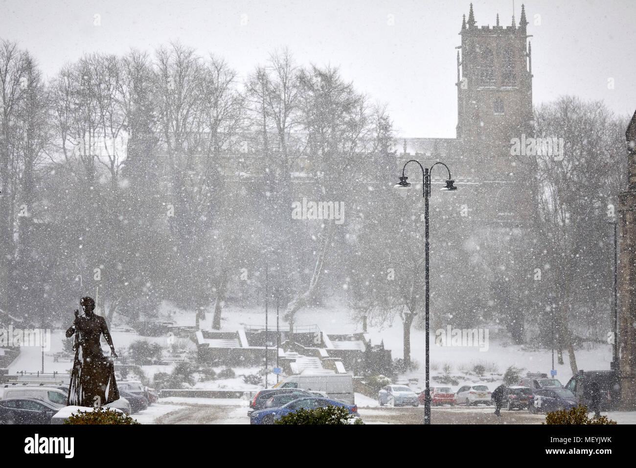 Winter snow ai Rochdale Lancashire. Saint Chad's the Towns's Parish  Church - Stock Image