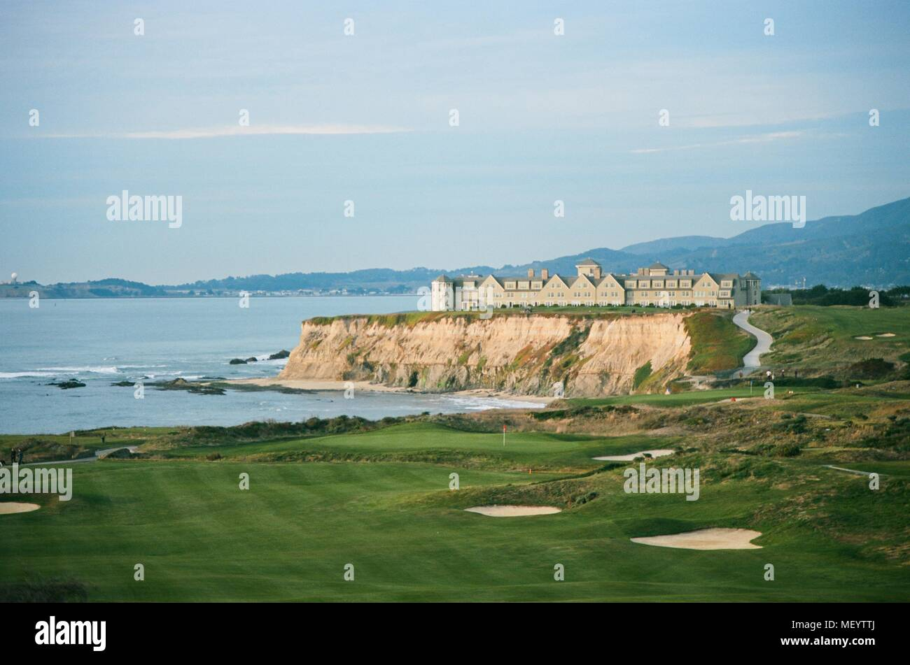 Ritz Carlton Half Moon Bay luxury hotel perched on sea cliffs with Half Moon Bay Golf Links golf course in foreground, Half Moon Bay, California, December 22, 2017. () - Stock Image