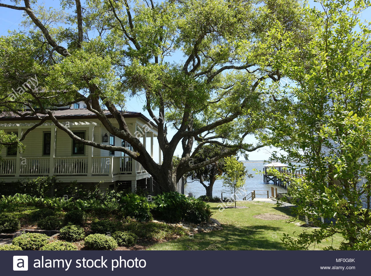 A peak of the ocean between homes in a Southport, North Carolina neighborhood Stock Photo