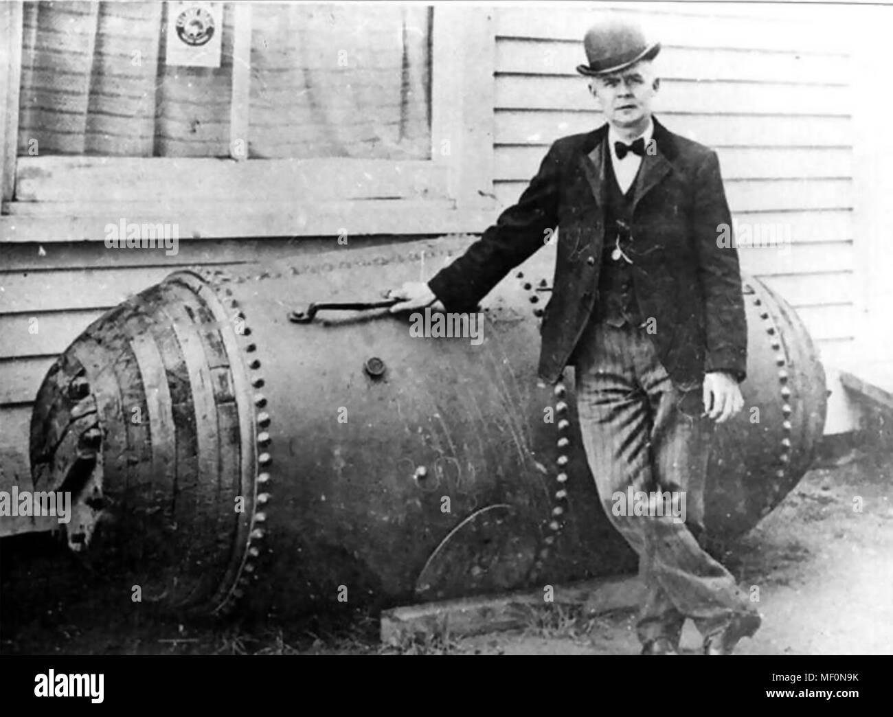 BOBBY LEACH (1858-1926) Circus performer who was the second person to go over the Niagara Falls in a barrel. - Stock Image
