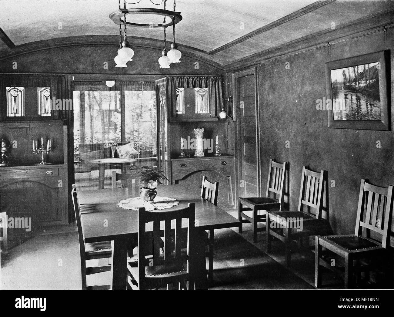 Photoengraving of the dining room interior in a house designed by George W. Maher, Kenilworth, Illinois, 1905. Courtesy Internet Archive. () - Stock Image