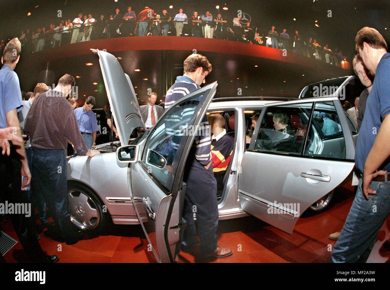 Visitors to the International Motor Show (IAA) look at the Mercedes ML 55 AMG in Frankfurt am Main on 18.9.1999. Two days after the official launch, the IAA is now open to the general public. The world's most important car show is expected to attract nearly 900,000 visitors to the fairgrounds by 26 September. | usage worldwide - Stock Image