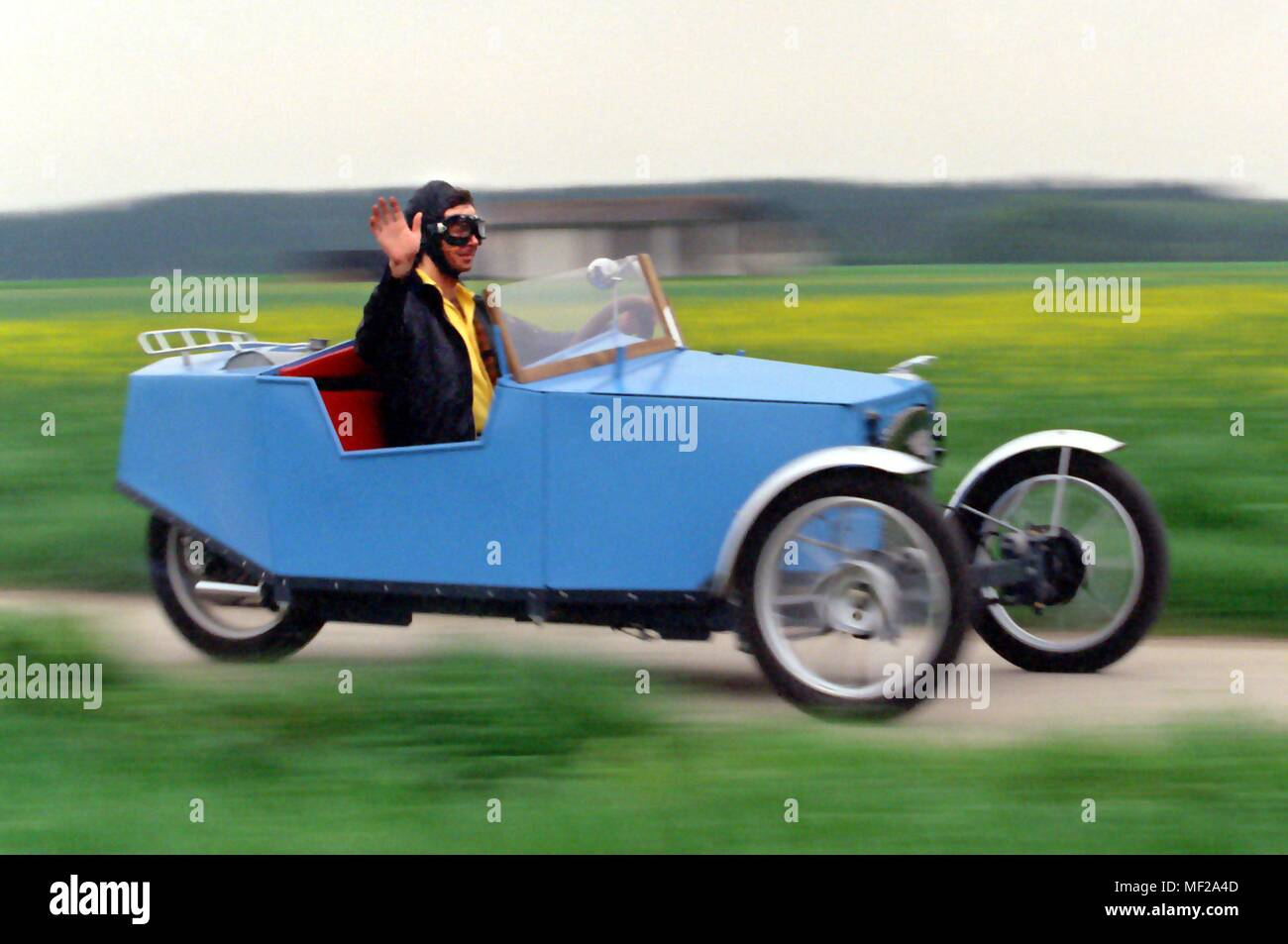 Rudolf schmidt from scheuring roars at 120 kmh in a self made rudolf schmidt from scheuring roars at 120 kmh in a self made motorbike car on 551999 on a dirt road the blueprint for the danger from 1925 was the malvernweather Images