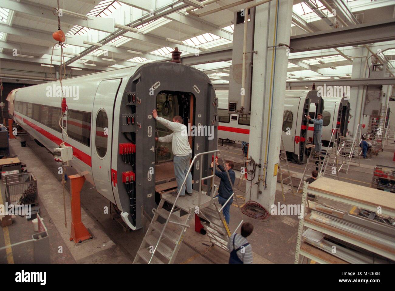 View into a workshop of the company Duewag in Krefeld-Uerdingen, in which 17.3.1998 ICE wagons are manufactured. On 18.3. is celebrating the 100th birthday of the 'Dusseldorf-Uerdinger Wagon Factory' - now part of the Siemens Group. With an order backlog of two billion DM, the Duewag breaks all its own records. Instead of 200 cars so far, 400 railway vehicles 'made in Uerdingen' are to be put on the rails every year. | usage worldwide - Stock Image