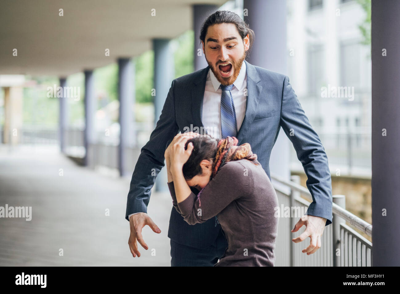 Businessman screaming at woman - Stock Image