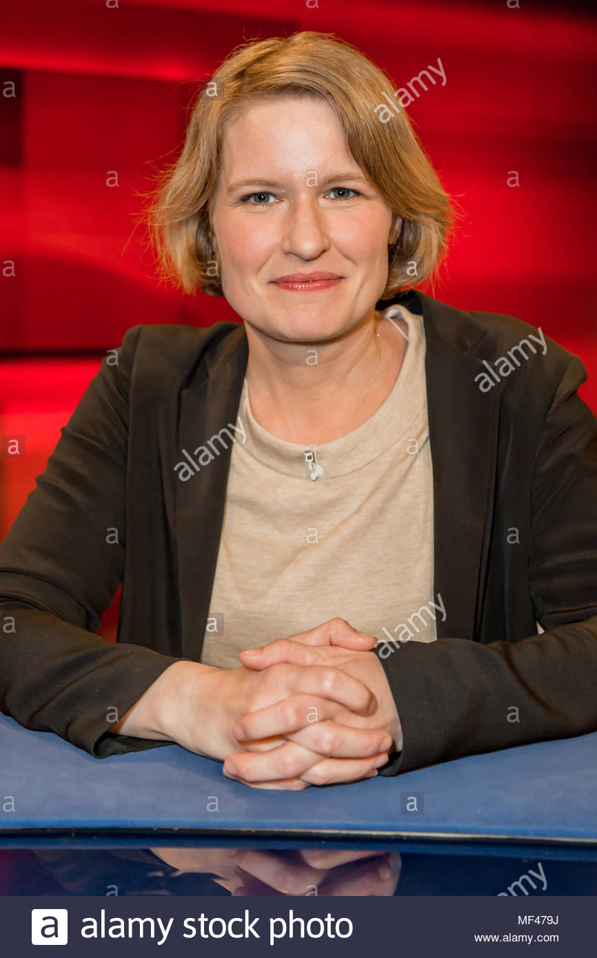 Stefanie Lohaus, Mitherausgeberin vom Mizzy Magazine im Fernsehstudio bei Hart aber fair im Studio Adlershof in Berlin. Portrait der Publizistin. - Stock Image