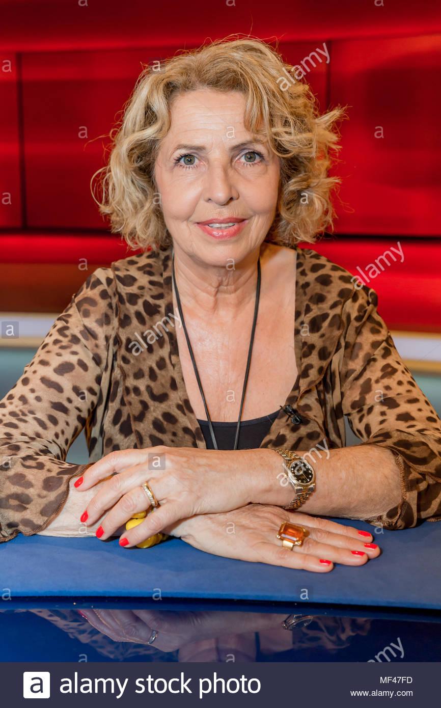 Michaela May, im Fernsehstudio bei Hart aber fair im Studio Adlershof in Berlin. Portrait der Schauspielerin. - Stock Image
