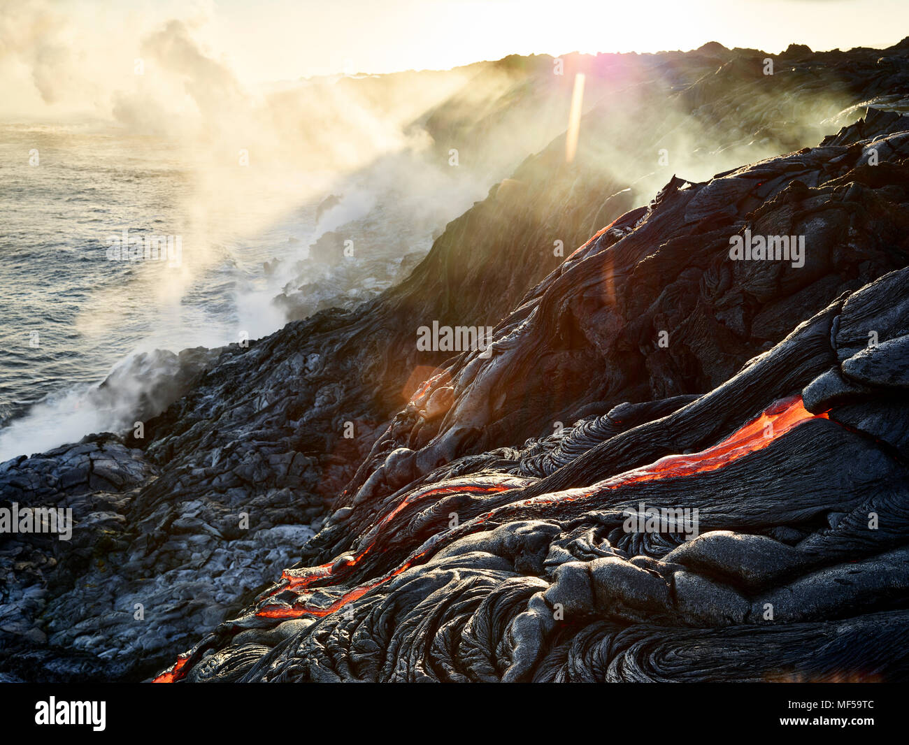 Hawaii, Big Island, Hawai'i Volcanoes National Park, lava flowing into pacfic ocean - Stock Image