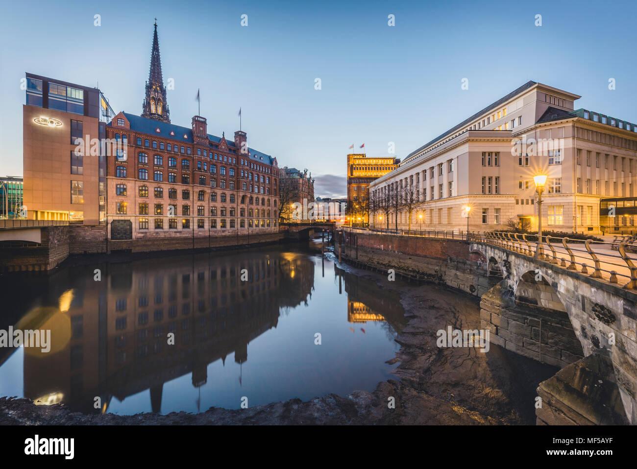 Germany, Hamburg, Hamburg, Hamburg-Altstadt, Nikolai Fleet, Stock Exchange and house of 'Patriotische Gesellschaft' Stock Photo