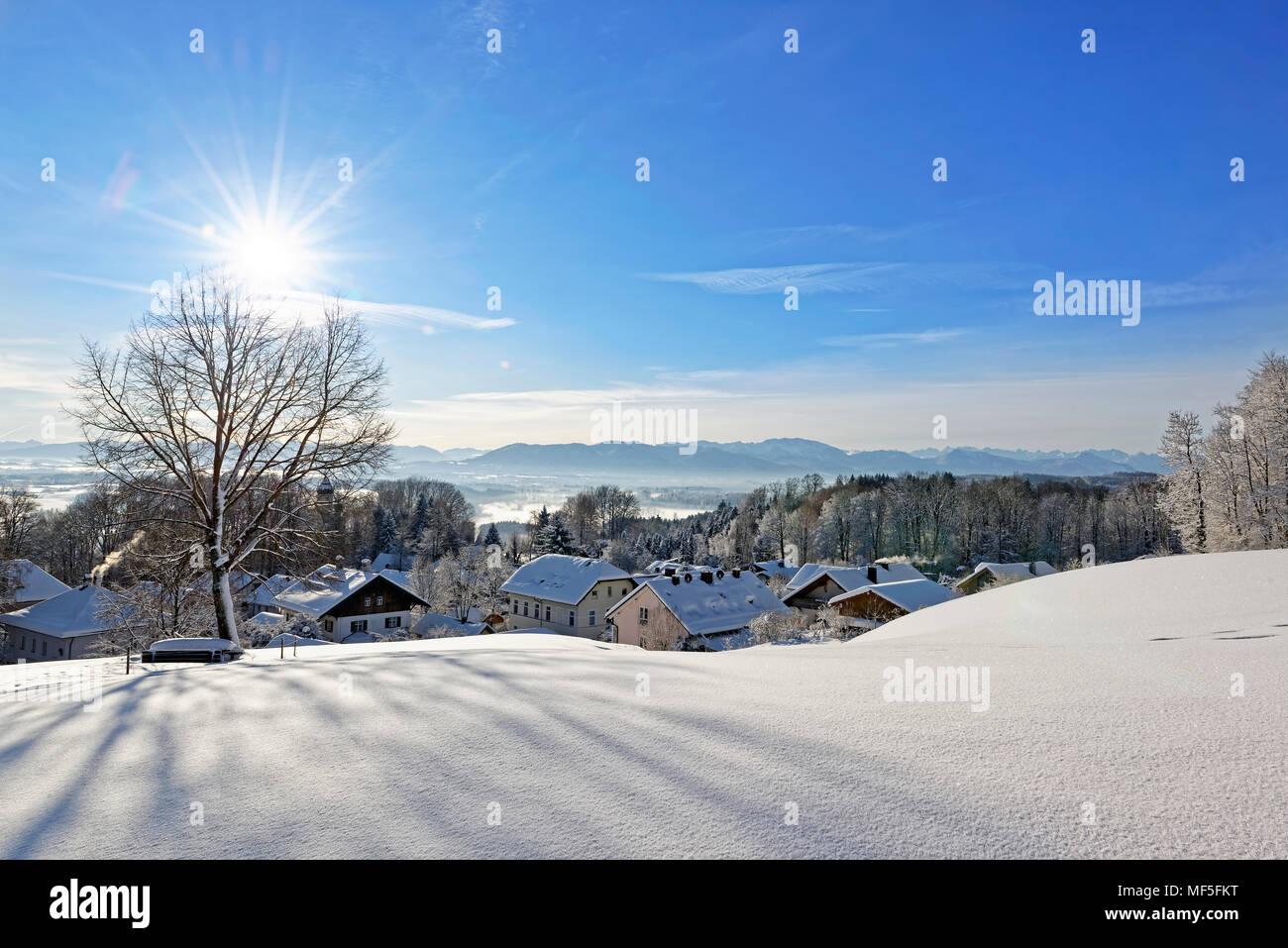 Winterlandschaft, Blick vom Schlossberg Eurasburg auf Loisachtal, Eurasburg, Oberbayern, Bayern, Deutschland Stock Photo
