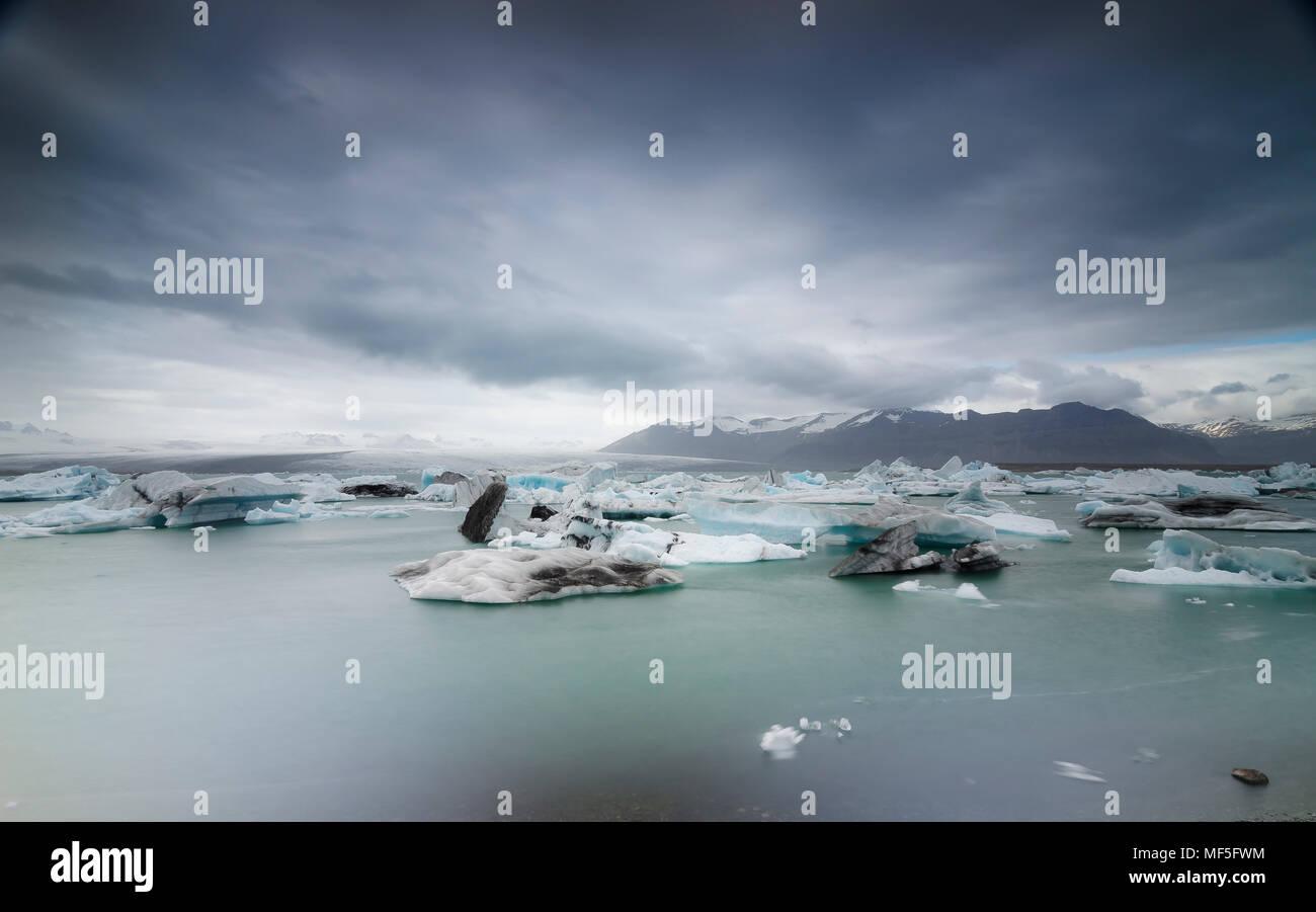 Iceland, South of Iceland, Joekulsarlon glacier lake, icebergs - Stock Image
