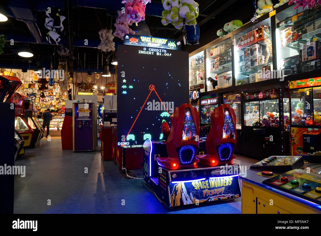 Space Invaders game in Ocean City Arcade - Stock Image
