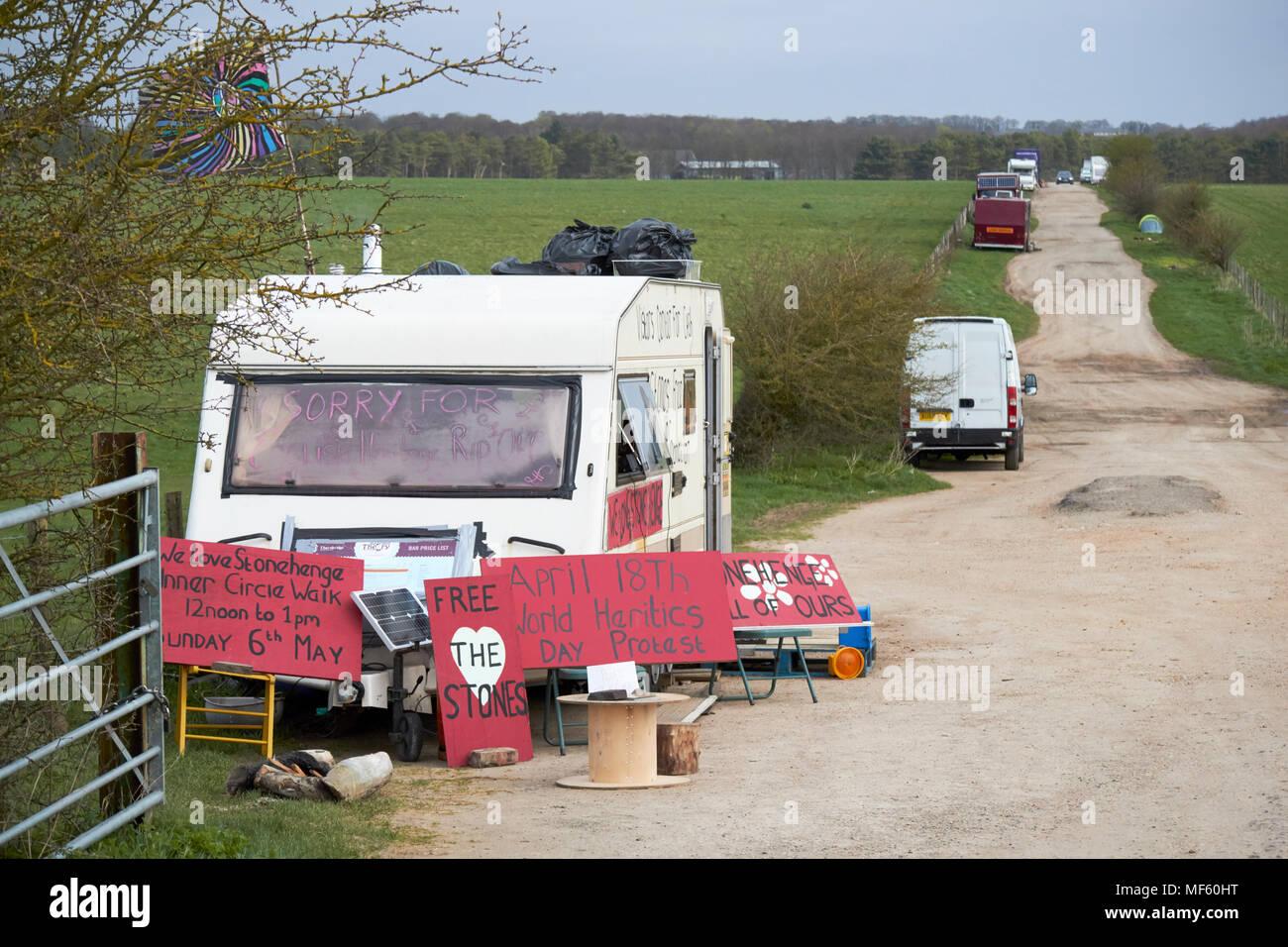 protestors and visitors parking on gravel road near Stonehenge wiltshire england uk - Stock Image