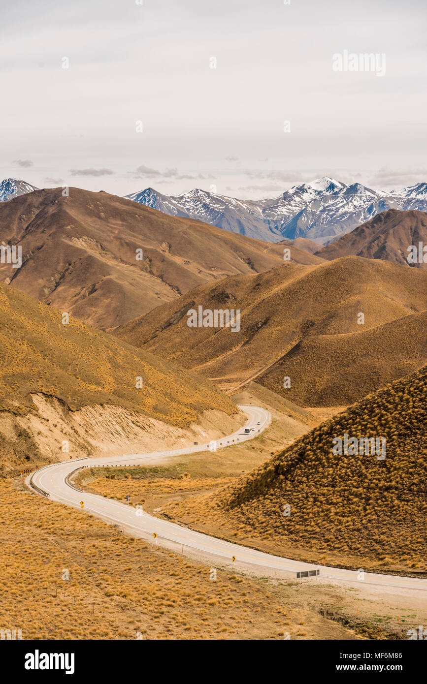 Pass road, Lindis Pass, Southern Alps, Otago, Southland, New Zealand - Stock Image