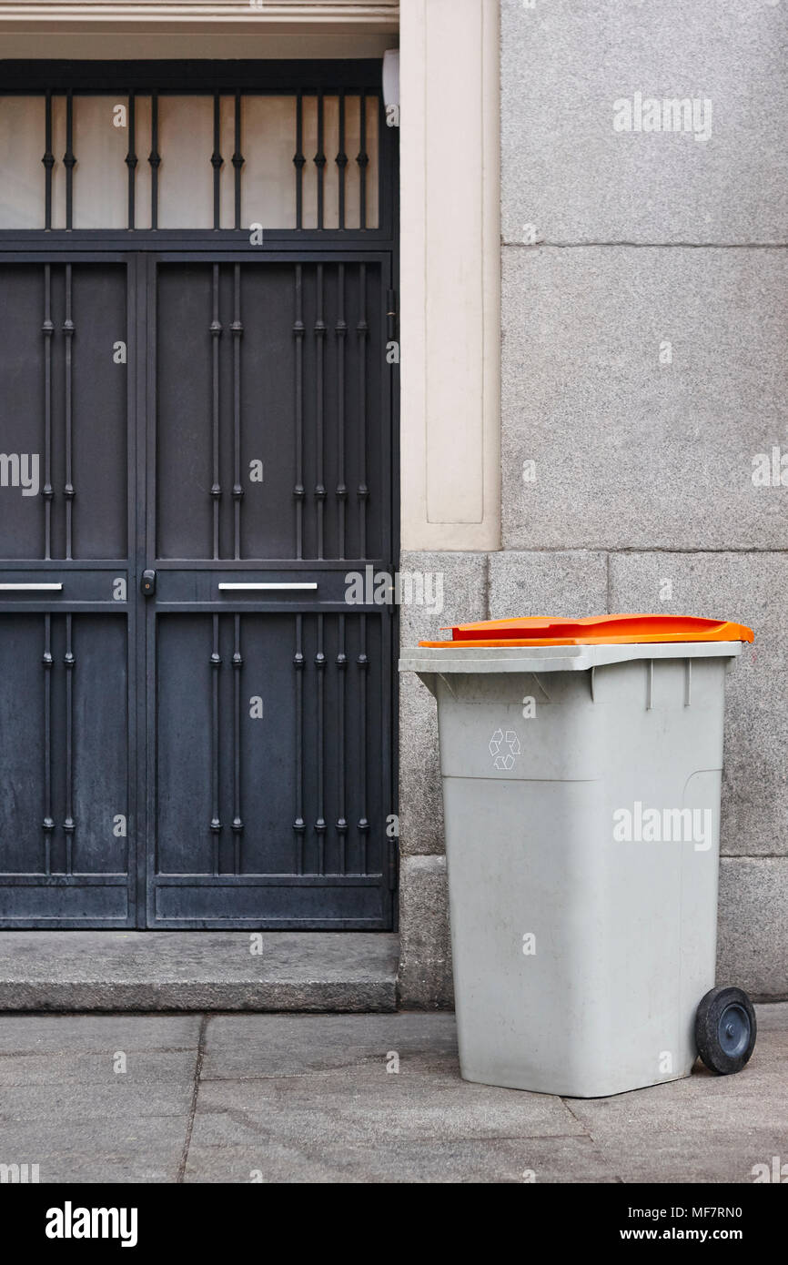 Garbage can on an urban building entrance door. Clean environment - Stock Image & Door And Trash Can Stock Photos \u0026 Door And Trash Can Stock Images ...