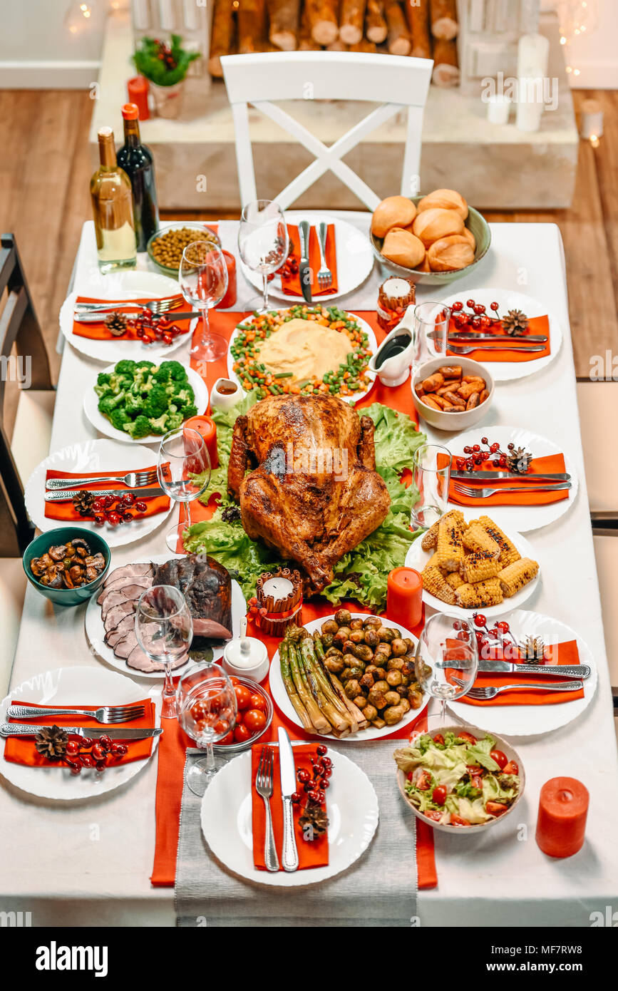 Served Table For Christmas Dinner Stock Photo Alamy