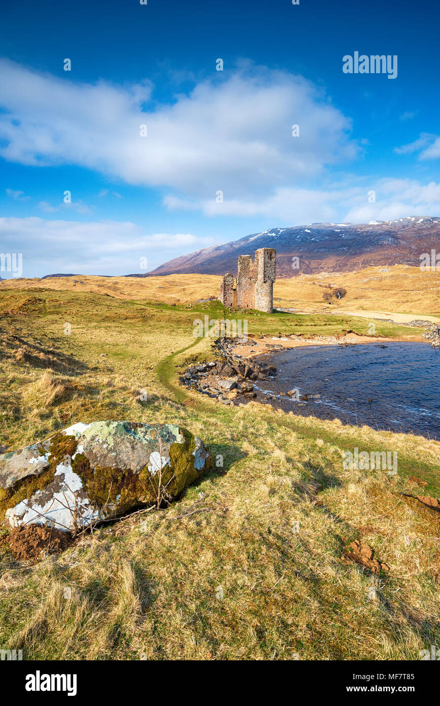 The ruins of Ardvreck Castle at Loch Assynt in Scotland - Stock Image