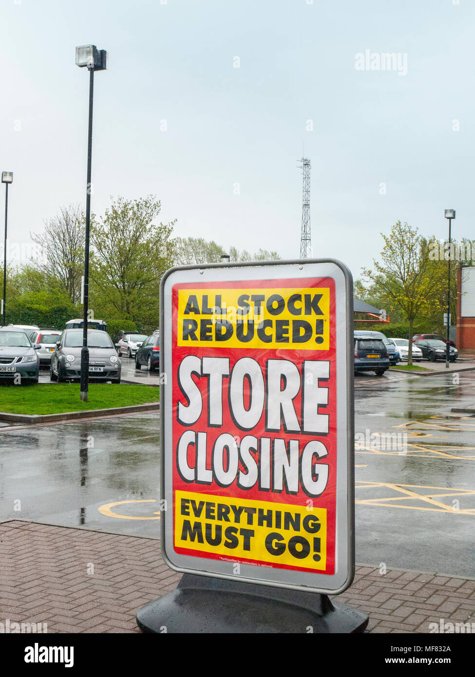 Store closing poster outside shop UK - Stock Image
