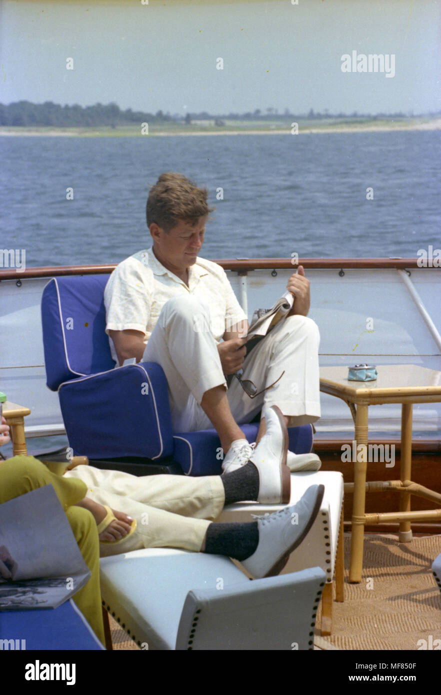 PRESIDENT KENNEDY Eating Ice Cream on His Yacht PHOTO
