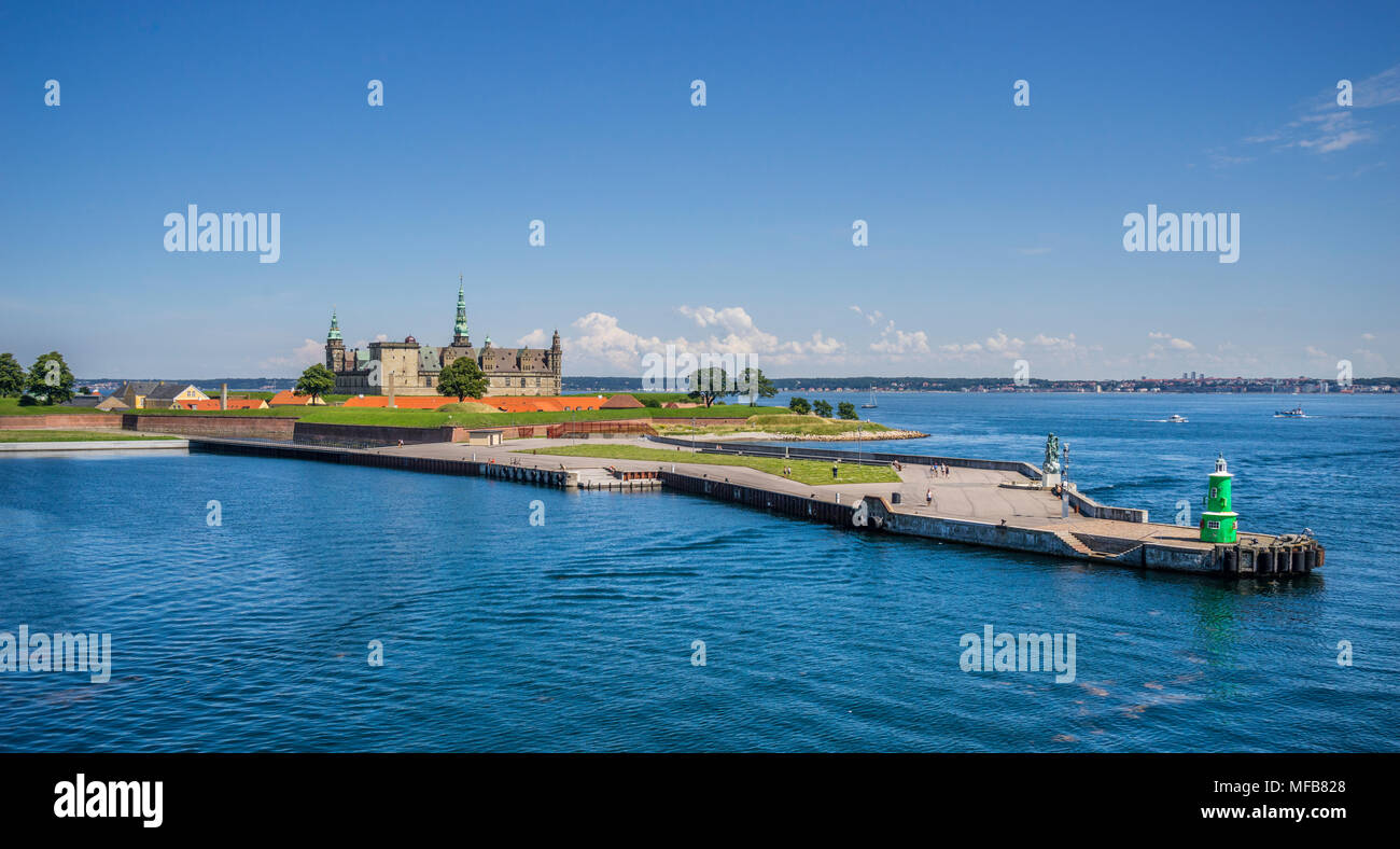 Ørekrog foreland with Kronborg Castle jutting out into the Øre Sound at its narrowest point and forming the eastern entry to the Port of Helsingør, Ze - Stock Image