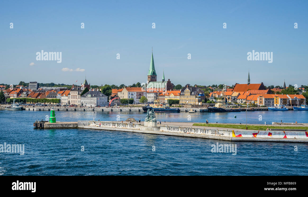 entrance to the Port of Helsingør with the Heracles and Hydra bronce sculpture on the harbour wall, against the backdrop of the Helsingor harbourfront - Stock Image