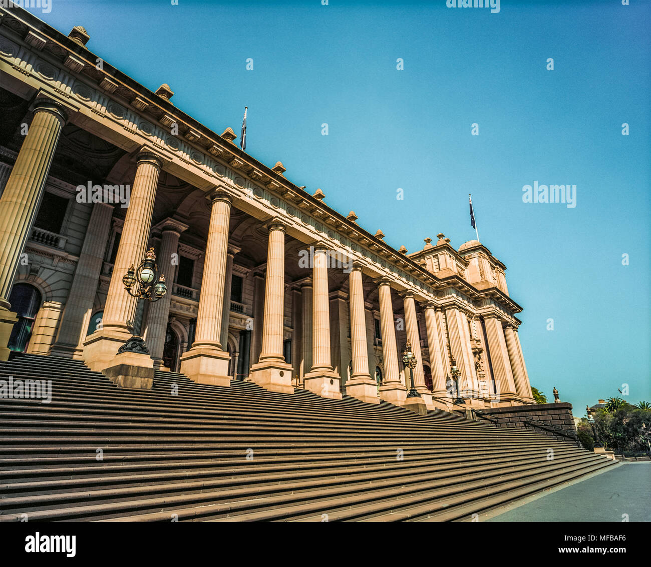 The steps and facade of Parliament House, Spring street, Melbourne, Victoria, Australia. - Stock Image