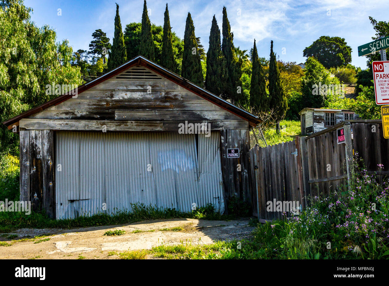 A decrepit old garage in a nice neighborhood in Hayward California ironically on Scenic Way - Stock Image