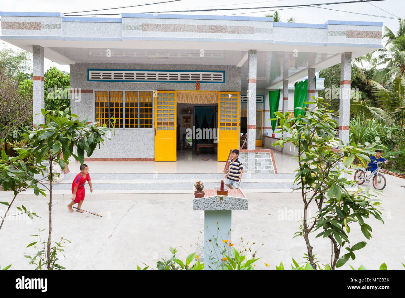Traditional Vietnamese House High Resolution Stock Photography And Images Alamy