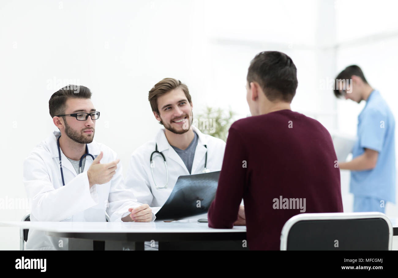 doctors discuss with the patient the x-ray - Stock Image