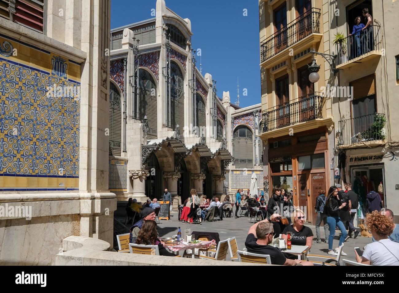 People sitting outside cafes near popular Mercado Central food market, North Ciutat Vella, Valencia, Spain. - Stock Image
