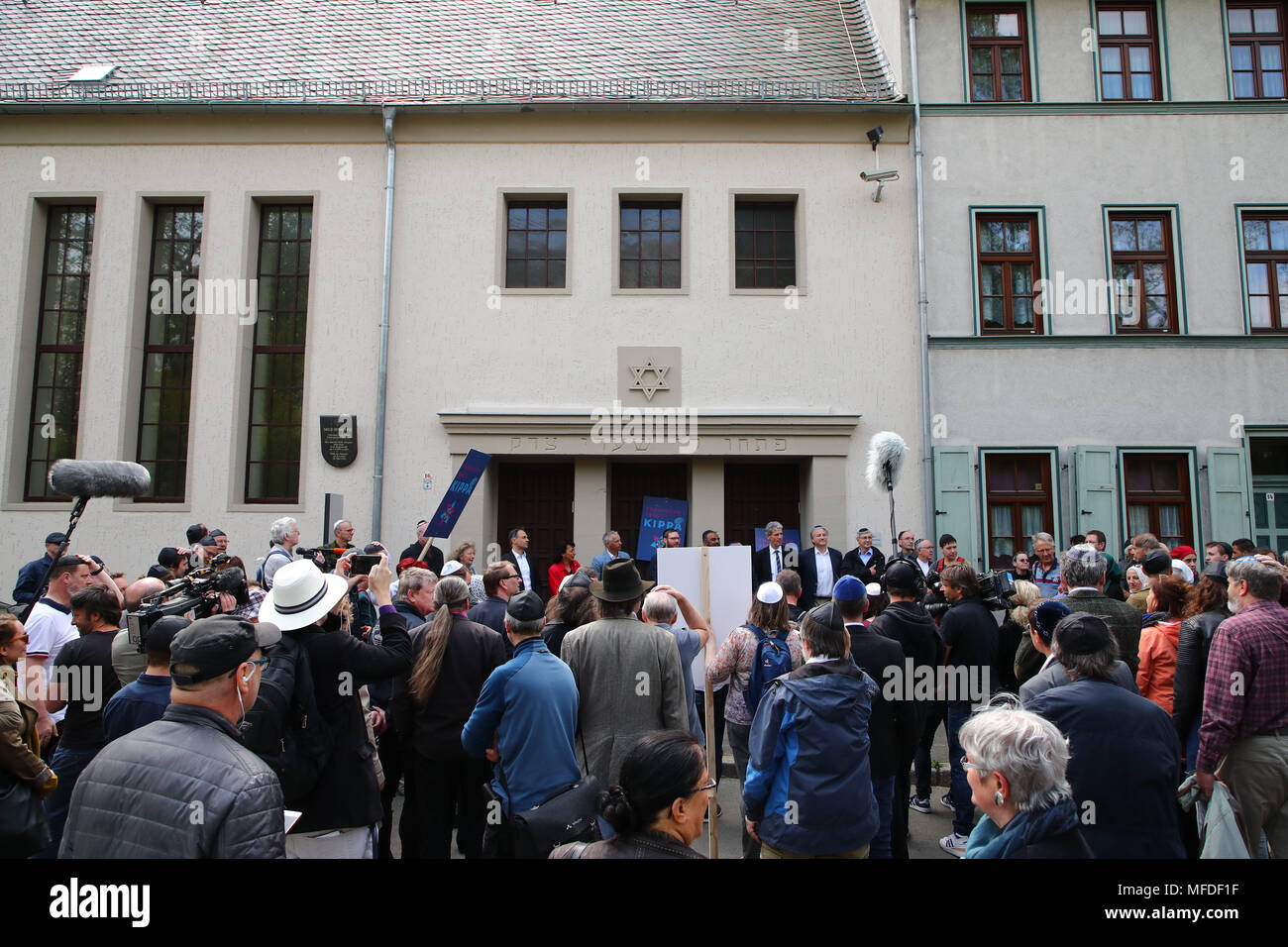 Erfurt, Germany. 25 April Germany, Germany, Erfurt: Participants gather for a demonstration in front of the new synagogue in Erfurt in order to take a stance against anti-Semitism and exclusion. Photo: Bodo Schackow/dpa-Zentralbild/dpa Credit: dpa picture alliance/Alamy Live News - Stock Image