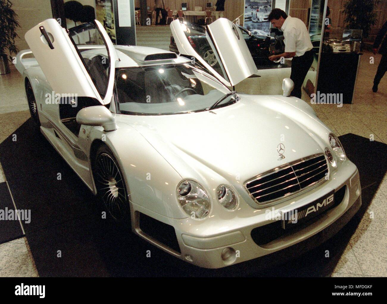 A street version of the Mercedes CLK-GTR, developed by the car refiner AMG, aufg. on 26.6.1998 in the Stuttgart Mercedes-Benz Museum. The road version of the touring car costs around one million marks. The Daimler-Benz Group will take over 51 percent of the shares in AMG GmbH (Affalterbach/Baden-Wurttemberg) as of 1 January next year. The remaining shares will sell upright in two stages by January 1, 2009 to Daimler, said Daimler-Benz AG on June 26 with. With the acquisition of the car refiner, Daimler is gaining a foothold in the growing market for high performance sports cars. | usage worl - Stock Image