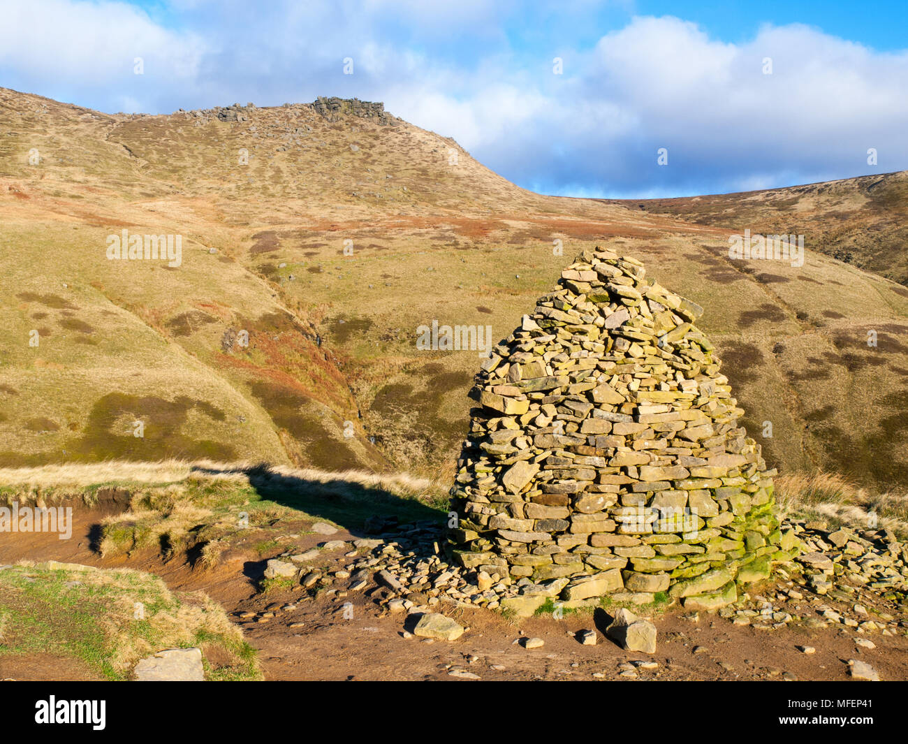 Cairn on the Jacob's Ladder path, Kinder Scout, Peak District National Park - Stock Image