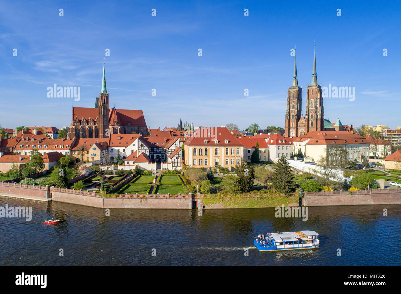 Poland. Wroclaw. Ostrow Tumski, Gothic cathedral of St. John the Baptist,  Collegiate Church of the Holy Cross, Archbishop's palace, tourist ship, boa - Stock Image