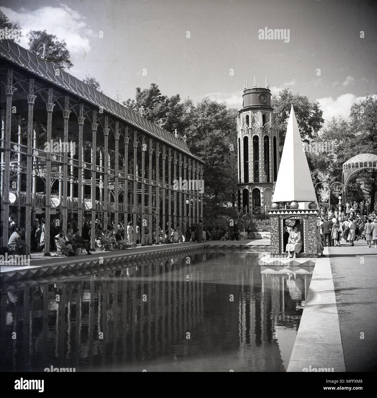 1951, historical, water feature at the Festival of Britain, Battersea Park, London, England, UK. The idea behind the festival was celebrating British industry, arts and science and inspiring the thought of a better Britain following the harshness of the post-ww2 era. - Stock Image