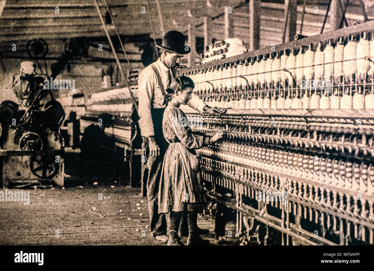 children in the spinning mill, even if the decree of 1886 forbids it - Stock Image