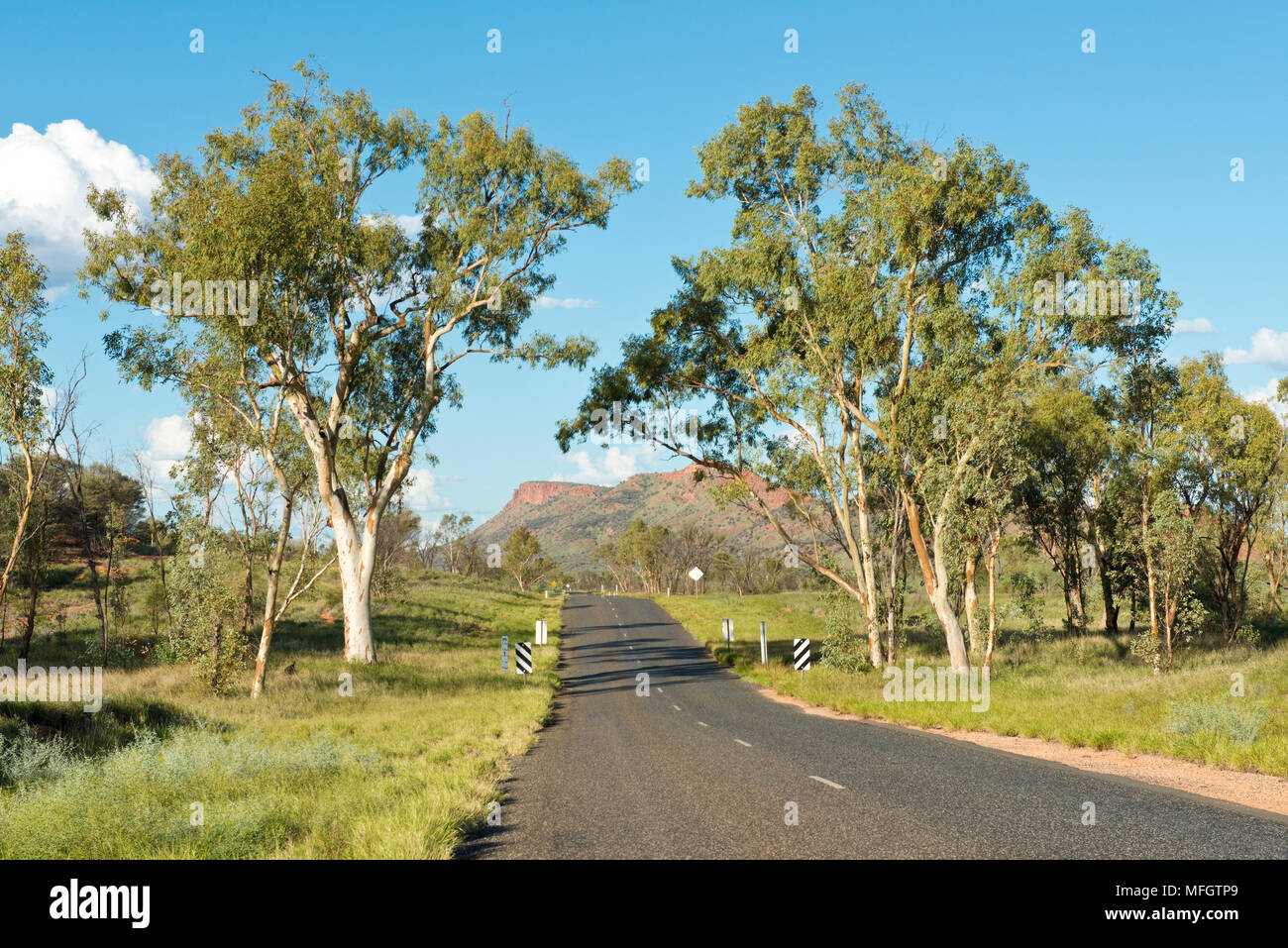 Larapinta Drive. State Highway 6 to the west of Alice Springs. Northern Territory, Australia. - Stock Image