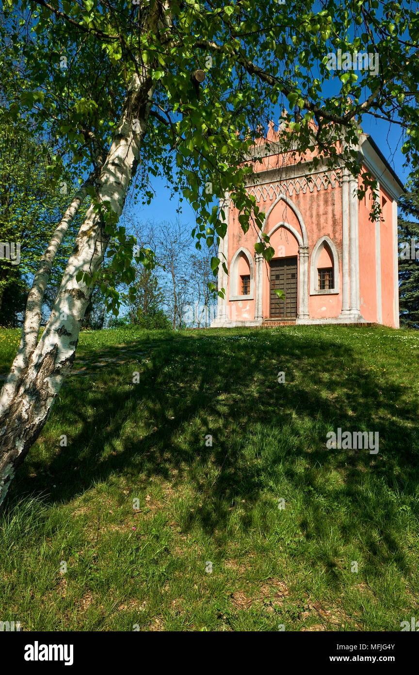 The rural chapel of San Pietro delle Viole in Barolo, near the Della Volta castle, on the road to La Morra, in the Langhe. Stock Photo