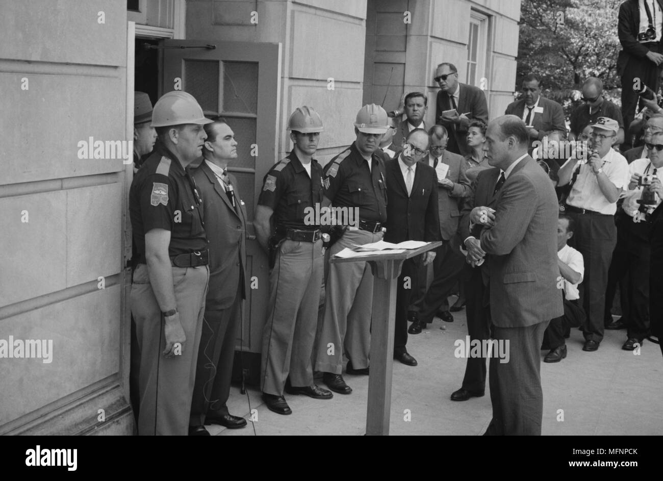 George Wallace (1919-1998) Governor of Alabama for four terms between 1963 and 1987. Wallace attempting to block integration at the University of Alabama,  standing defiantly at a door while being confronted by  US Deputy Attorney General Nicholas Katzenbach,  11 June 1963.  Photographer:  Warren K  Leffler. - Stock Image