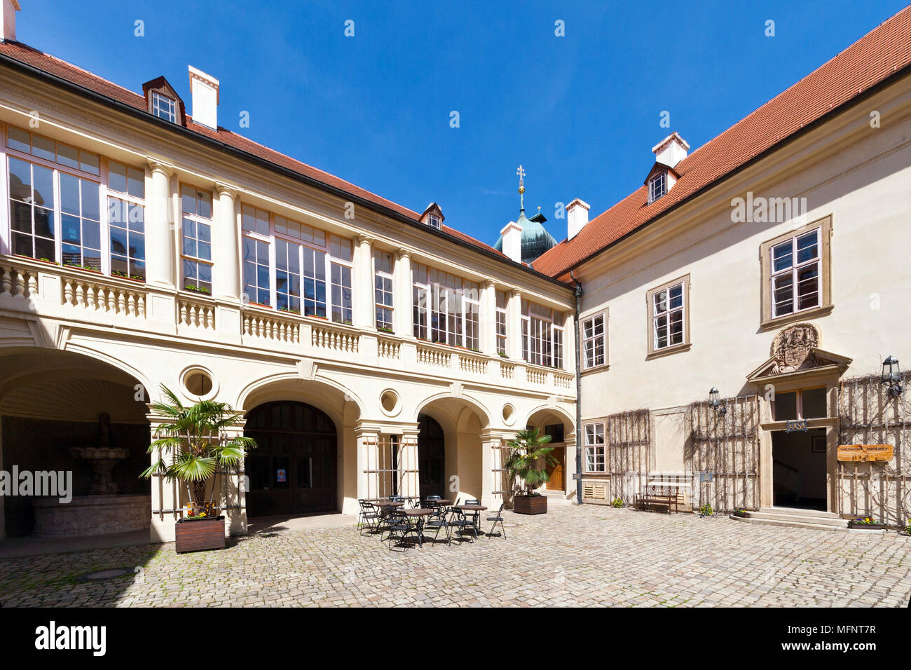 barokní zamek, Mnisek pod Brdy, Stredocesky kraj, Ceska republika / baroque castle Mnisek pod Brdy, Central Bohemian region, Czech republic Stock Photo