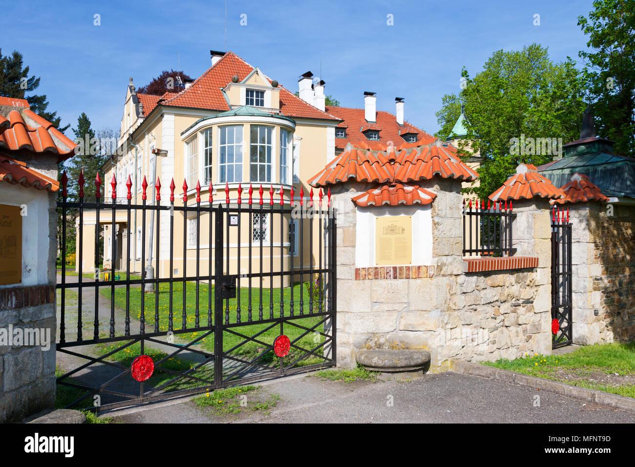 Starý zámek (1911, arch. Jan Kotěra), Ratboř u Kolína, Stredocesky kraj, Ceska republika / Old Chateau, Ratbor near Kolin town, Central Bohemian regio Stock Photo