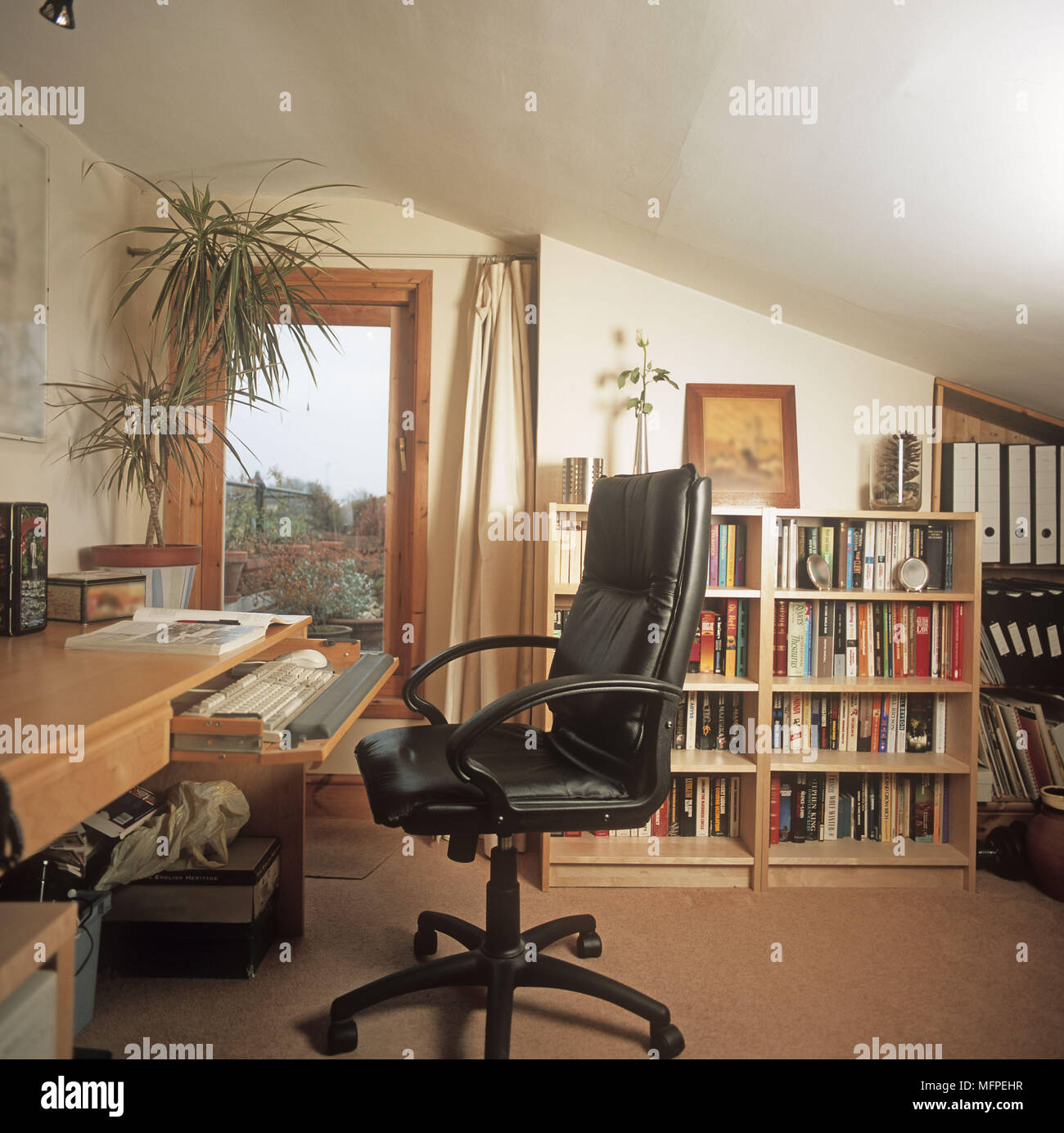 Miraculous Overview Of A Modern Study Home Office Desk Leather Chair Interior Design Ideas Clesiryabchikinfo