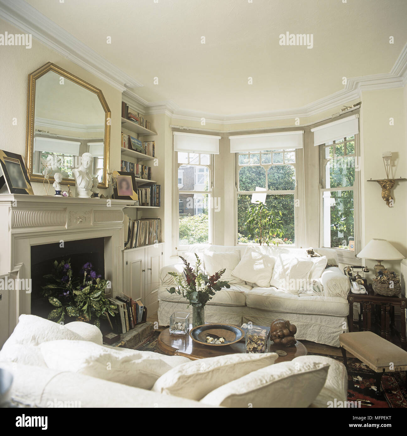 Traditional Edwardian style sitting room with white sofas ...