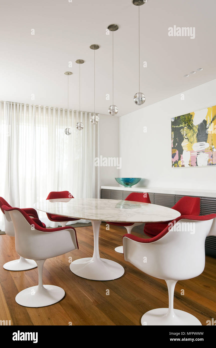 Outstanding Eero Saarinen Table And Chairs In Modern Dining Room Stock Uwap Interior Chair Design Uwaporg