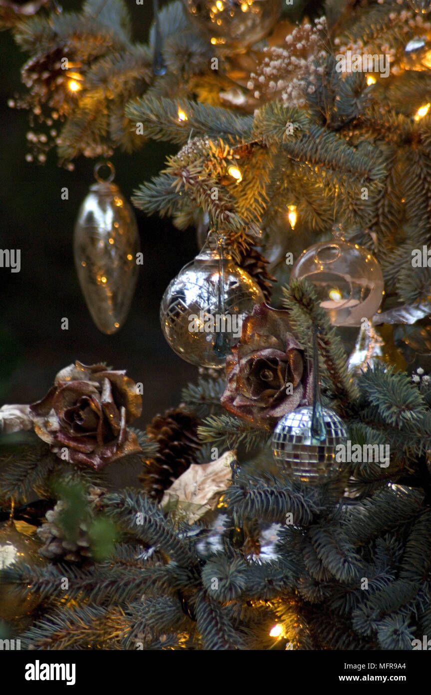 traditional style christmas tree decorations
